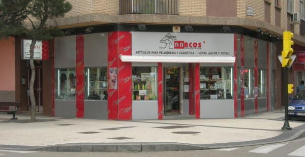 local fabricado con alupanel y metacrilato Zaragoza