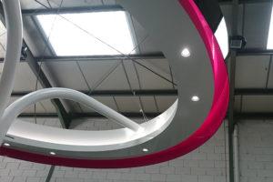 estructura metálica con iluminación