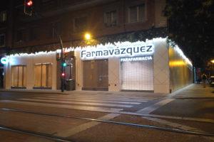 rótulo y fachada para farmavázquez