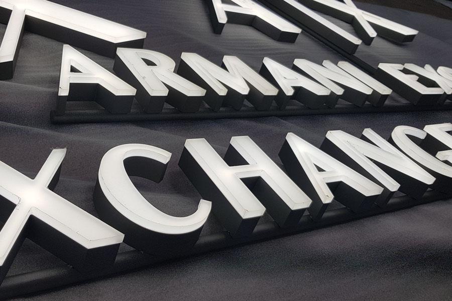 letras corpóreas armani