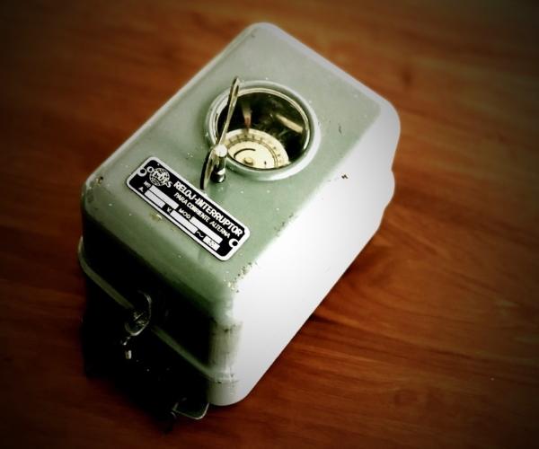 Reloj interruptor corriente alterna año 1968
