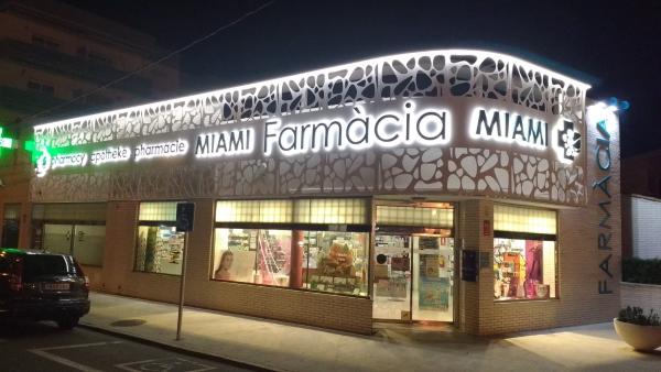 Farmacia en aluminio lacado